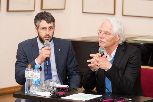 Председатель Форума Копелева Томас Рот, долгие годы руководивший московским бюро немецкой телерадиокомпании ARD и организатор вечера Герман Мойжес